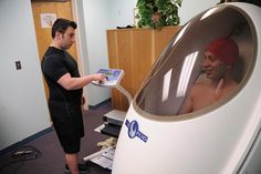 Eric Neil, exercise physiologist at the Kirtland AFB Health and Wellness Center, left, operates the Bod Pod to test the body composition of Staff Sgt. Nikolas Westland, 58th Maintenance Squadron. | Flickr – Condivisione di foto!