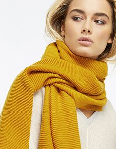 Our Lily scarf showcases a cool ribbed texture that'll give your look the edge this season. Soft and oversized, it's set to become your go-to extra layer wha...