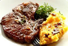 Cotlet de porc in sos de vin rosu - o reteta delicioasa si foarte usor de pregatit.