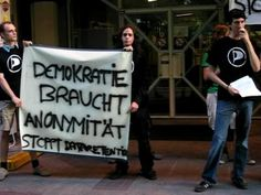 Ficheiro:Image-Demonstration data retention at BMVIT speech Hufsky 3 2007-06-07.ogg