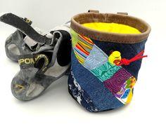 kombiniert mit bunt gepatchtem Streifen, zum Klettern und Bouldern Bouldering Wall, Patchwork Fabric, Old Jeans, Bunt, Two By Two, Baby Shoes, Etsy, Sewing, Leather