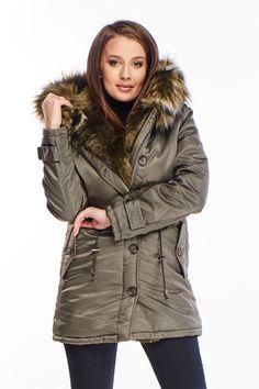 Štýlová krátka zimná bunda olivovo zelenej farby so zapínaním na zips a gombíky. Bunda má kapucňu s kožušinkou a praktické bočné vrecká na gombíky. Canada Goose Jackets, Winter Jackets, Fashion, Winter Coats, Moda, Winter Vest Outfits, Fashion Styles, Fashion Illustrations