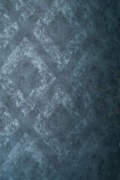 The luxurious character of this geometric pattern wallpaper unfolds through its intricate details. Blotting and wiping techniques make the large diamond shapes appear like Ethno art when light hits the shimmering pattern. Graphic Wallpaper, Geometric Wallpaper, Pattern Wallpaper, Hd Wallpaper, Blue Wallpapers, Geometric Designs, Designer Wallpaper, Diamond Shapes, Finding Nemo