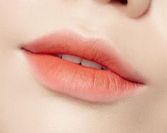 Trends Dissection: K-Beauty Gradient Lips Inspired by Ball-Jointed Doll H. -Makeup Trends Dissection: K-Beauty Gradient Lips Inspired by Ball-Jointed Doll H. Korean Beauty Tips, Korean Makeup Tips, Basic Makeup, Makeup Trends, Makeup Inspo, Makeup Inspiration, Makeup Ideas, Lolita Make-up, Lipsticks
