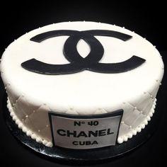 Custom Chanel cake! #Chanel #fashion #custom #blackandwhite #quilt #pearls