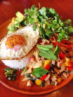 アッチ's dish photo ガパオライス   パクチーサラダ | http://snapdish.co #SnapDish #レシピ #ハーブの日(8月2日) #タイ料理 #肉料理
