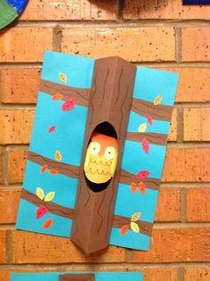 Een 3D Uil in een boom van karton