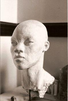 Portret negerin, 1991, gips, 32x20x20
