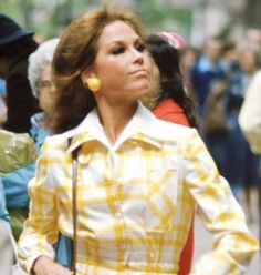 Mary Tyler Moore dies at 80 - click ahead for her best style moments