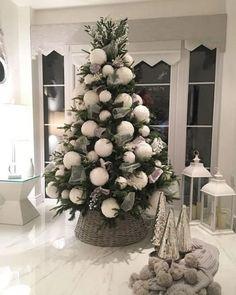 29 christmas tree inspiration on a farmhouse christmas 11 Rose Gold Christmas Decorations, Elegant Christmas Trees, Classy Christmas, Christmas Tree Design, Christmas Tree Themes, Noel Christmas, Beautiful Christmas, Xmas Decorations, Silver Christmas Tree