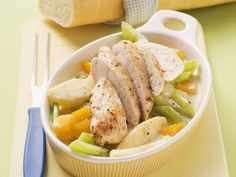 Hühnchen auf Rahmgemüse ist ein Rezept mit frischen Zutaten aus der Kategorie Hähnchen. Probieren Sie dieses und weitere Rezepte von EAT SMARTER!