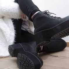 i wantt i need thesee :((((
