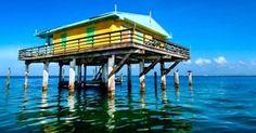 "Stiltsville é um ""bairro"" de casas sobre palafitas no meio da Biscayne Bay em Miami/ Incredible places in Florida: Stiltsville is a Miami ""neighborhood"" on stilts, in the middle of Biscayne Bay"