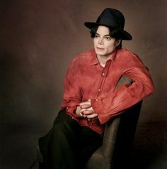 Michael Jackson photograph by Robert Deutsch in his NYC hotel in 1995.