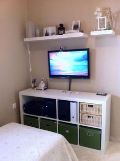 Great Pics EXPEDIT, TV, and Hackintosh. Thoughts The IKEA Kallax collection Storage furniture is a vital element of any home. They supply buy and a Tv In Bedroom, Room Decor Bedroom, Bedroom Ideas, Bedrooms, Studio Apartment Decorating, Piece A Vivre, Aesthetic Bedroom, Dream Rooms, Small Apartments