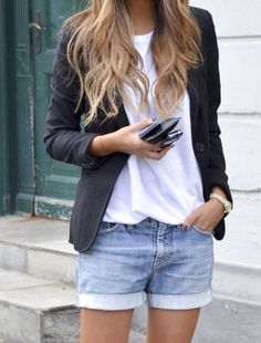 Blazer preto + t-shirt branca + shorts jeans Mode Outfits, Short Outfits, Casual Outfits, Fashion Outfits, Woman Outfits, Casual Blazer, Casual Shorts, Fashion Shorts, New York Sommer