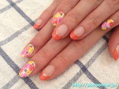 カラフルな花柄がかわいくて印象的なデザインのネイル nail design of impressive floral design colorful pretty
