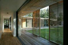 Mur vitre et terrasse intérieure
