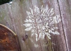 How to decorate your fence using stencils (and chalk, so if the HOA sees it, it's totally removable [and replaceable])