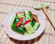 快速入味~涼拌小黃瓜食譜、作法 | 歐巴桑的快樂廚房的多多開伙食譜分享  1)  Use 1 box of Persian cucumbers from Trader Joe's 2)  Use 1.5 times the seasonings 3)  Marinate for about an hour