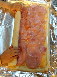 Ham and Cheese Roll-Ups {Kids in the Kitchen} - Fantastic Fun & Learning Cooking with kids in the kitchen can be so much fun, and it is a great way to teach independence. Here is a simple recipe for ham and cheese roll-ups that kids can make on their own. Ham Cheese Rolls, Ham And Cheese Roll Ups, Ham Roll Ups, Ham And Cheese Pinwheels, Turkey Roll Ups, Ham And Cheese Croissant, Pepperoni Rolls, Good Food, Yummy Food