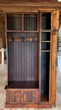 Hall tree/mudroom unit with storage Diy Wooden Projects, Wood Shop Projects, Woodworking Projects Diy, Wooden Diy, Rustic Farmhouse Furniture, Rustic Living Room Furniture, Primitive Furniture, Wood Furniture, Entry Furniture