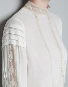 VICTORIAN TOP WITH LACE DETAIL 19.99 EUR (355K) Ref. 2157/228