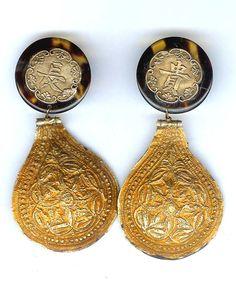 22K gold and horn, Minangkabau , Sumatra, Indonesia. (designs by Linda Pastorino)