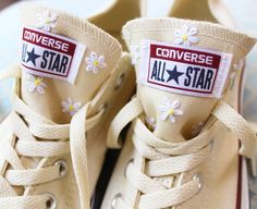 Fantastic Free of Charge Items similar to Floral Tongue Embroidered Converse on Etsy Ideas I really like Jeans ! And a lot more I want to sew my own personal Jeans. Next Jeans Sew Along I a Custom Shoes, Custom Clothes, Diy Clothes, Custom Converse, Stylish Clothes, Diy Instagram, Diy Fashion, Ideias Fashion, Fashion Brands