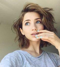 Wellige Kurze Frisuren für einen auffälligen Look #neueFrisuren #frisuren #2017 #bestfrisuren #bestenhaar #beliebtehaar #haarmode #mode #Haarschnitte #2018 #bobfrisuren
