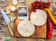 Vinkki Pizzaperjantaihin: murusta Jalotofu Mieto Chili -tofua pizzan täytteeksi, niin saat herkullisen ja proteiinipitoisen täytteen käden käänteessä!