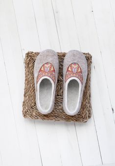 Home wool clogs- felt beige boiled wool slippers for women- bohemian slippers- house shoes- Christmas gift for her Clogs, Aztec Decor, Felt Shoes, Scandinavian Fashion, Decorated Shoes, Felted Slippers, Mother Gifts, Mothers, Baby Warmer