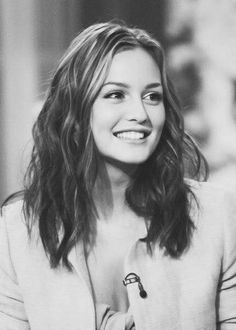 Leighton Meester hair looks great & people would say it was a mess.