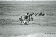 los nudistas de Ibiza en los 70's. Joana Biarnés Old Photos, Vintage Photos, Ibiza Clubs, Ibiza Formentera, Black And White Beach, Photo Report, One With Nature, Hippie Life, Nude Beach
