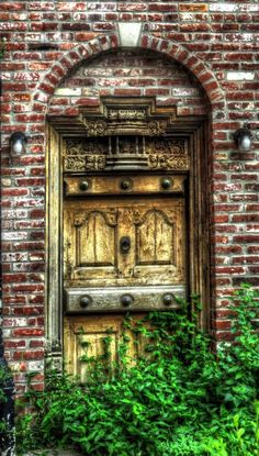 Louisville, Kentucky - Why is this very European door in KY, and what building is this? Is it abandoned? So many questions....
