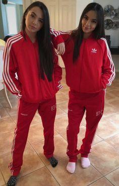 The Merrell Twins Merrell Twins Instagram, Merrill Twins, Veronica And Vanessa, Vanessa Merrell, Larry, Cute Twins, Twin Outfits, Friend Goals, Celebs