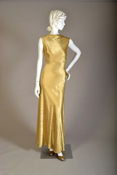 Dress of the day: Evening dress of bias-cut gold rayon satin backed crepe, American, mid KSUM a-c. 1930s Fashion, Art Deco Fashion, Victorian Fashion, Retro Fashion, Vintage Fashion, Fashion Fashion, Gothic Fashion, Modest Fashion, Vintage Gowns