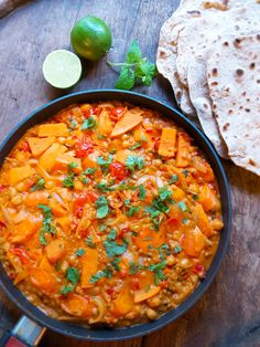 astridkokk – Indisk Dhal med Chabati. #vegetar Dhal, Main Meals, Pulled Pork, Nom Nom, Chapati, Curry, Veggies, Food And Drink, Potatoes
