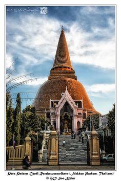 awesome Phra Pathom Chedi Ratchaworawiharn (Nakhon Pathom, Thailand)