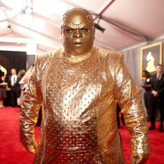 Breaking: Report someone dressed as one of the Oscars switched Best Picture envelope. Report if you recognize suspect.