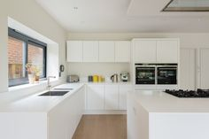 Speer Road : Modern kitchen by Will Eckersley