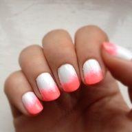gebruik een spons om de kleur op je nagellak te deppen