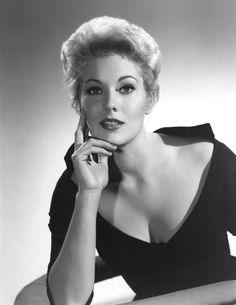 Marilyn Pauline Kim Novak born February 13 1933 is a retired American film and television actress currently engaged as a visual artist Hollywood the st Hollywood Icons, Old Hollywood Glamour, Golden Age Of Hollywood, Vintage Hollywood, Hollywood Stars, Hollywood Actresses, Classic Hollywood, Hollywood Divas, Classic Actresses