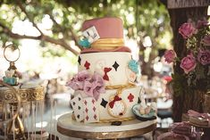 Ιδέες για παραμυθένια βάπτιση κοριτσιού με θέμα Alice in Wonderland - EverAfter Baptism Themes, Christening, Alice In Wonderland, Snow Globes, Fairy Tales, Jar, Cakes, Design, Home Decor