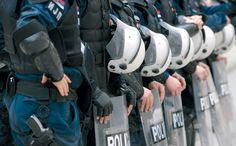 Зашто сви ћуте о упаду Полиције у Двери? - http://www.vaseljenska.com/vesti-dana/zasto-svi-cute-o-upadu-policije-u-dveri/