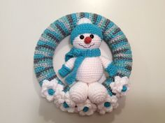 Snowman Winter Wreath tutorial - Snowman Wreath - amigurumi - Snowman Tutorial - Yarn Wreath - crochet wreath - prompt obtain pdf Crochet Christmas Wreath, Crochet Wreath, Holiday Crochet, Christmas Wreaths, Christmas Crafts, Christmas Snowman, Christmas Ideas, Crochet Santa, Crochet Snowman