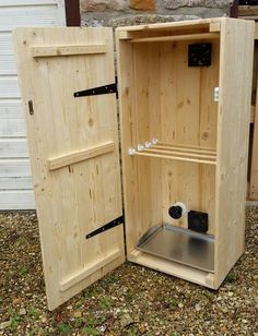 Oak/Pine Biltong Box South Africa Jerky Dried Meat Dryer Dehydrator Cured Meat Make Your Own Handmade Tasty Beef Wood Smokers, Meat Smokers, Biltong, Easy Wood Projects, Hanging Rail, Wood Plans, Wine Bottle Crafts, Preserving Food, Diy Box