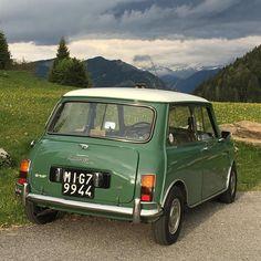 'Super-rare' 1963 Mini for sale – and it really has had just one lady owner - Mini Owners Club Mini Uk, Mini For Sale, Classic Mini, Classic Cars, Black Mini Cooper, Austin Mini, Mini Morris, Vw Corrado, Mini Coopers