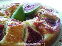 DONUT CAKE WITH FIGS AND YOGURT    http://fastgoodcooking.blogspot.it/2012/09/ciambella-ai-fichi-e-yogurt.html