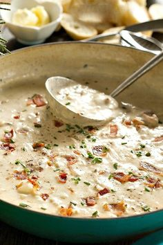 A classic clam chowder recipe for any time of year, with perfect tastes of bacon and clams. The flavors mingle together into a delicious Best Clam Chowder! Classic Clam Chowder Recipe, Clam Chowder Recipes, Soup Recipes, Dinner Recipes, Cooking Recipes, Thick Clam Chowder Recipe, Sea Food Chowder, Canned Clam Recipes, Best Seafood Chowder Recipe